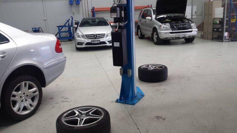 Mercedes Benz workshop Melbourne Cheltenham Fairfield Moorabbin (plates blurred)